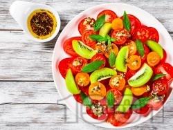 Салата от чери домати, киви и мента с дресинг от сирене бри и зехтин - снимка на рецептата